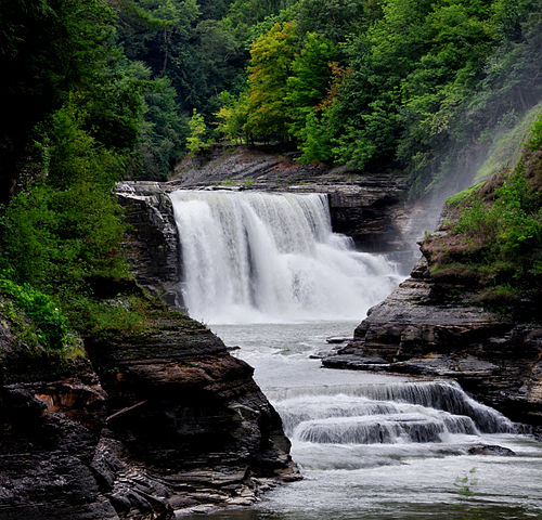 Lower Falls, Letchworth St. Pk, NY. Image by Wikipedia/Suandsoe.